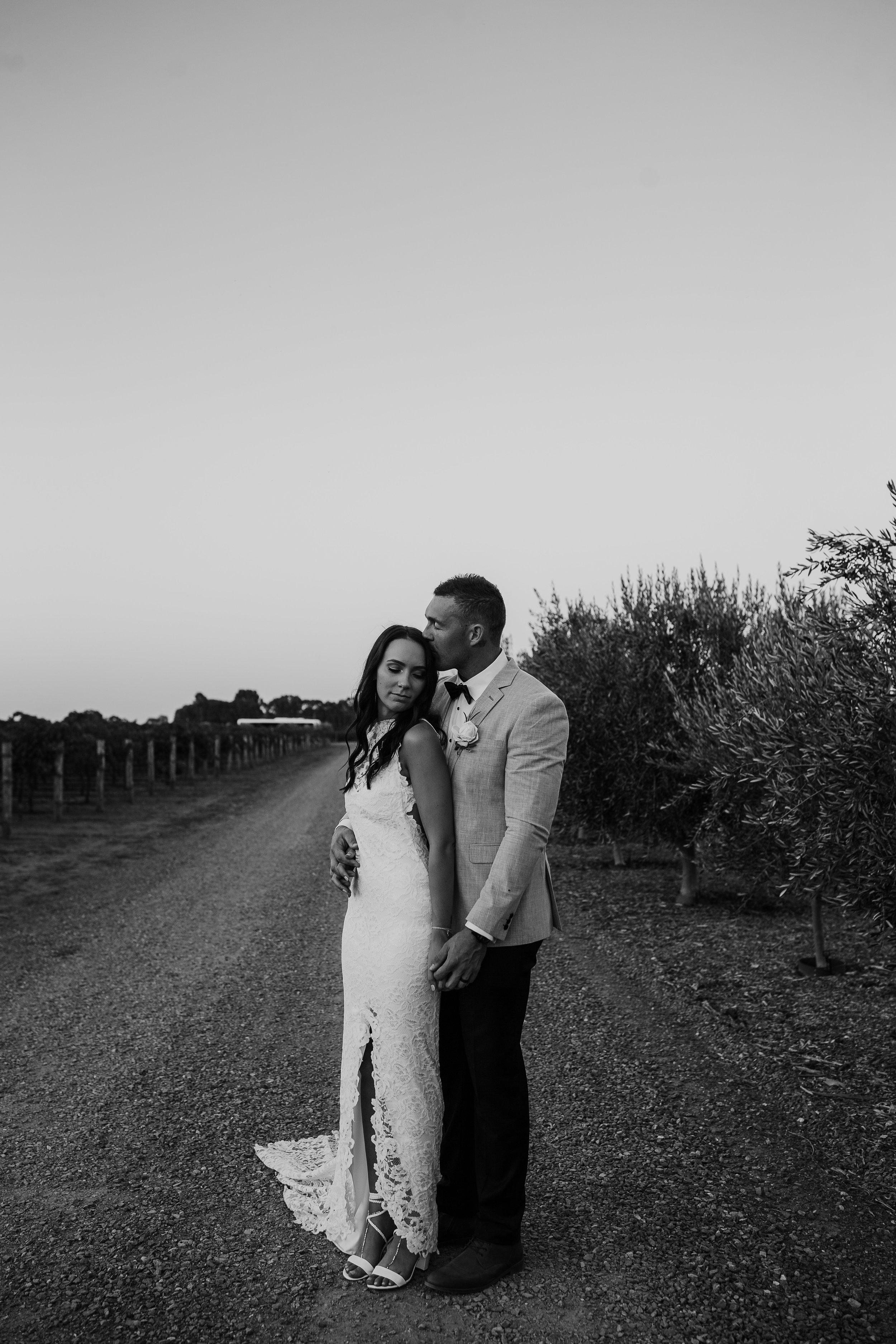 mickalathomas_puremacphotography_weddingphotographer_couplephotographer_Sheppartonphotographer_2931.jpg