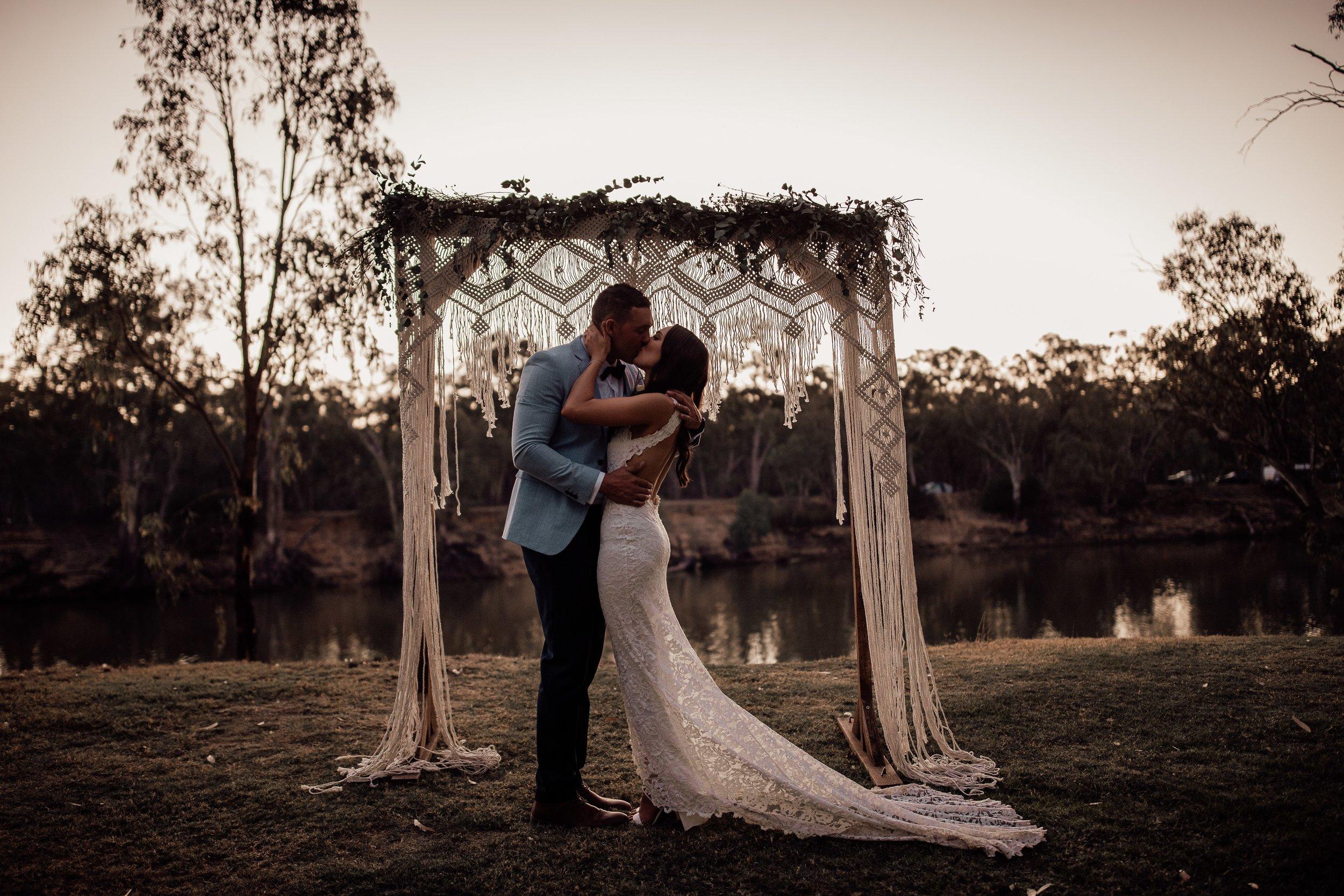 mickalathomas_puremacphotography_weddingphotographer_couplephotographer_Sheppartonphotographer_2935.jpg