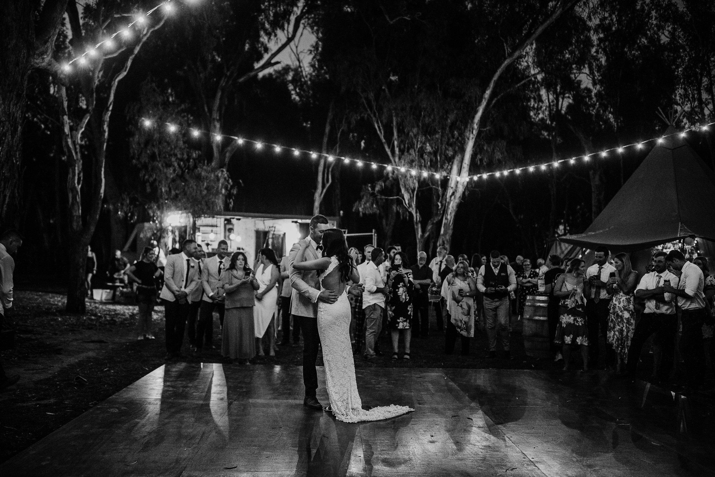 mickalathomas_puremacphotography_weddingphotographer_couplephotographer_Sheppartonphotographer_2948.jpg