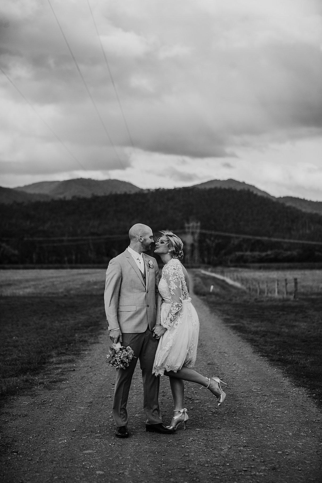 mickalathomas_puremacphotography_weddingphotographer_couplephotographer_Sheppartonphotographer_3458.jpg