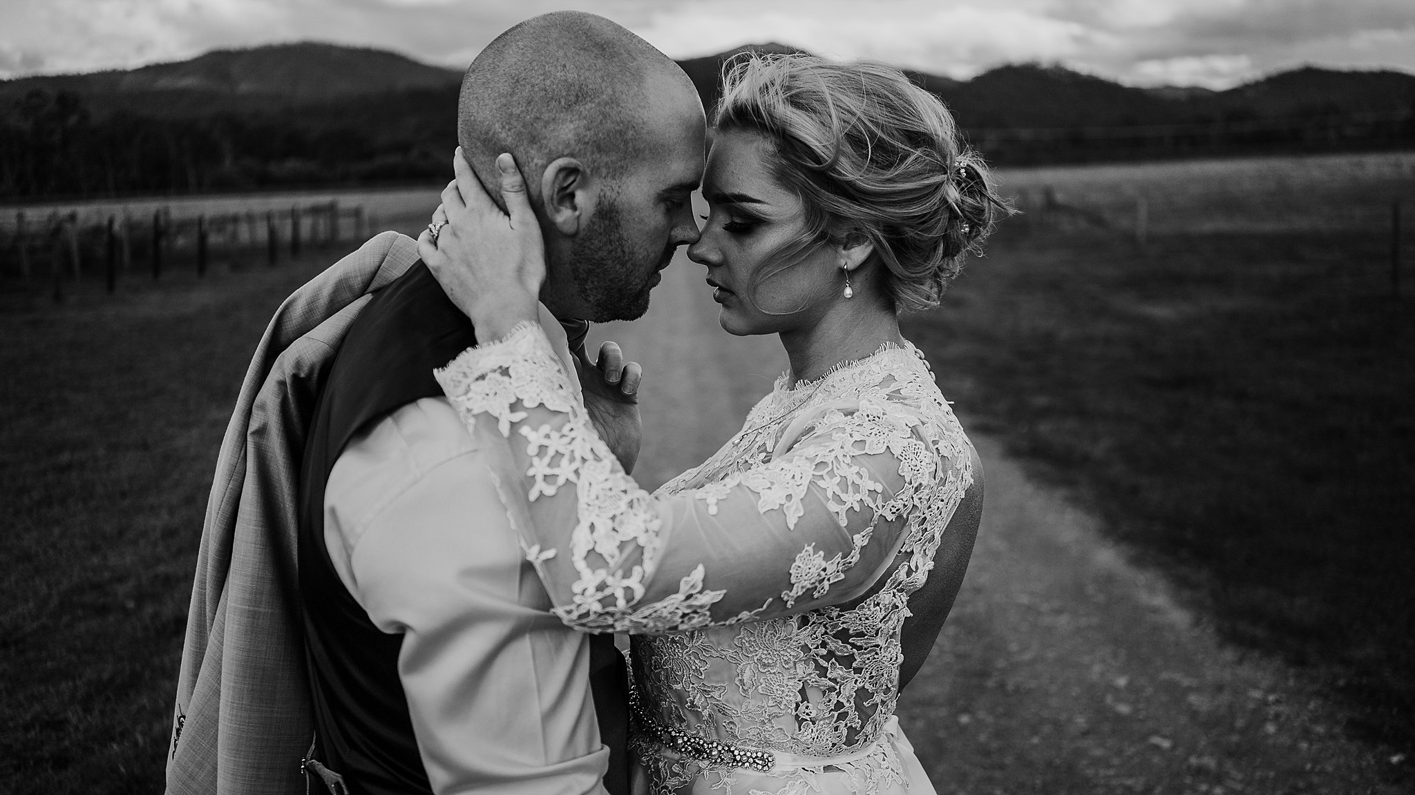 mickalathomas_puremacphotography_weddingphotographer_couplephotographer_Sheppartonphotographer_3461.jpg