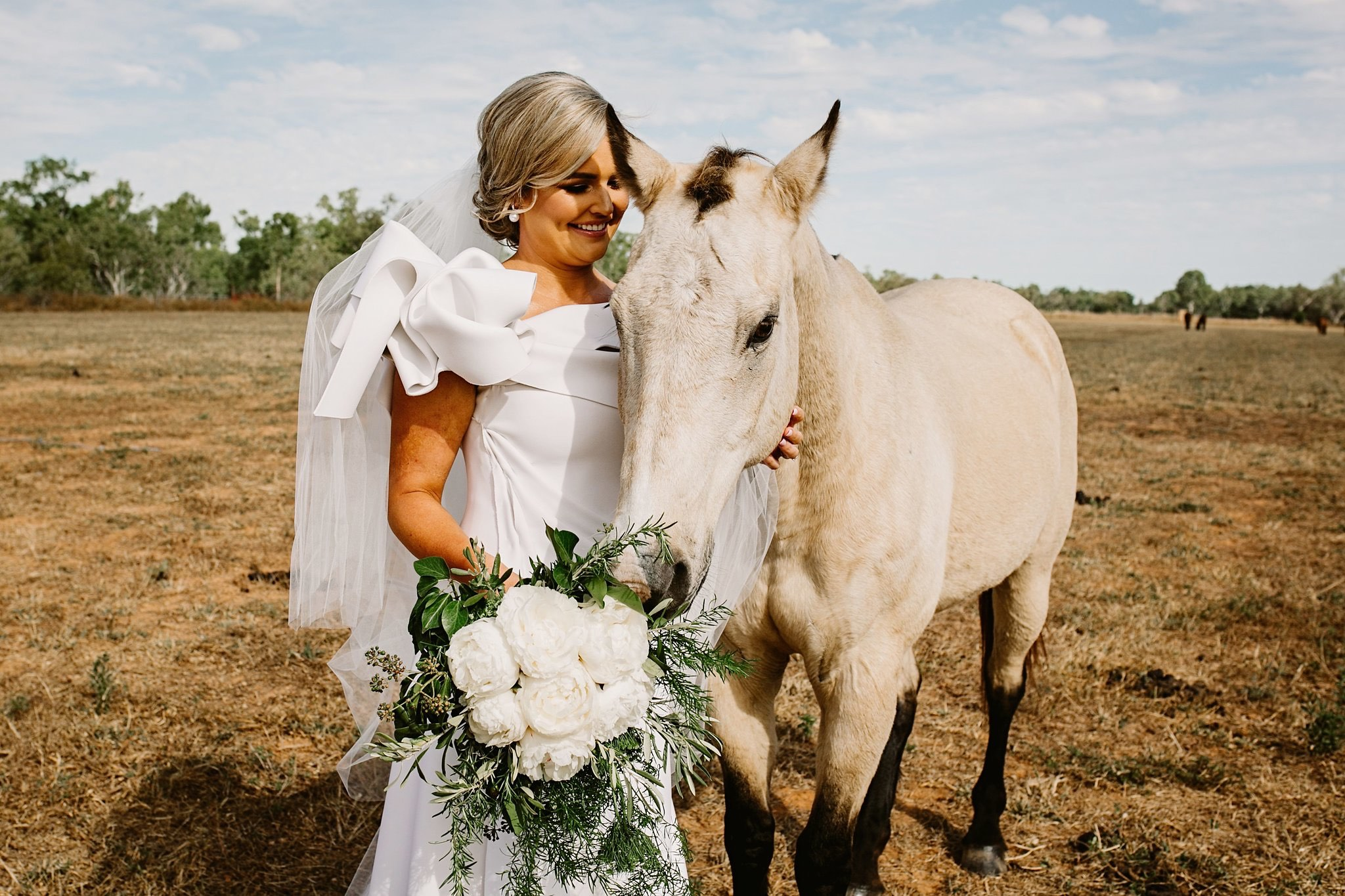 white wedding, white flowers, white horse in the paddock