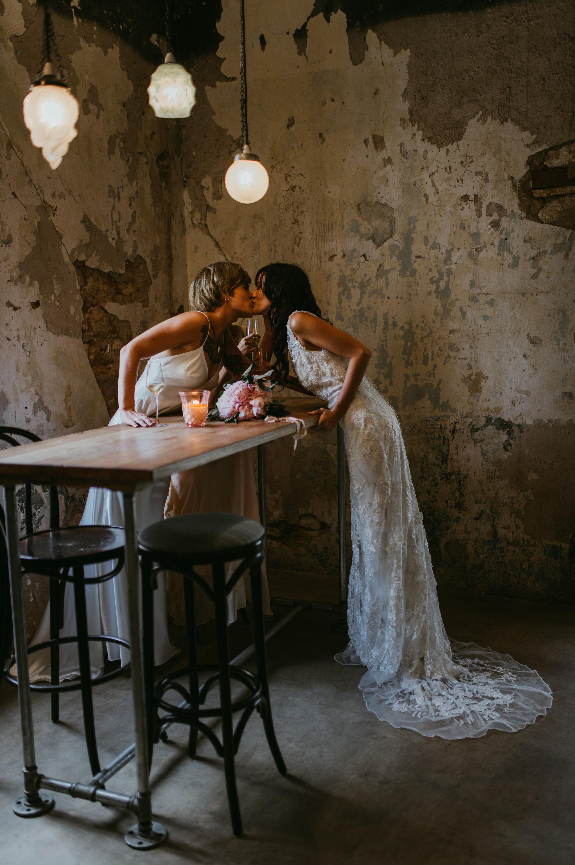 an urban affair, wedding fair, simple brides bouquet of peonies, Darwin, Northern Territory