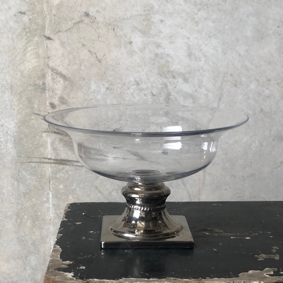 compote bowl with elegant chrome base for flower centrepieces from Darwin florist Beija Flor