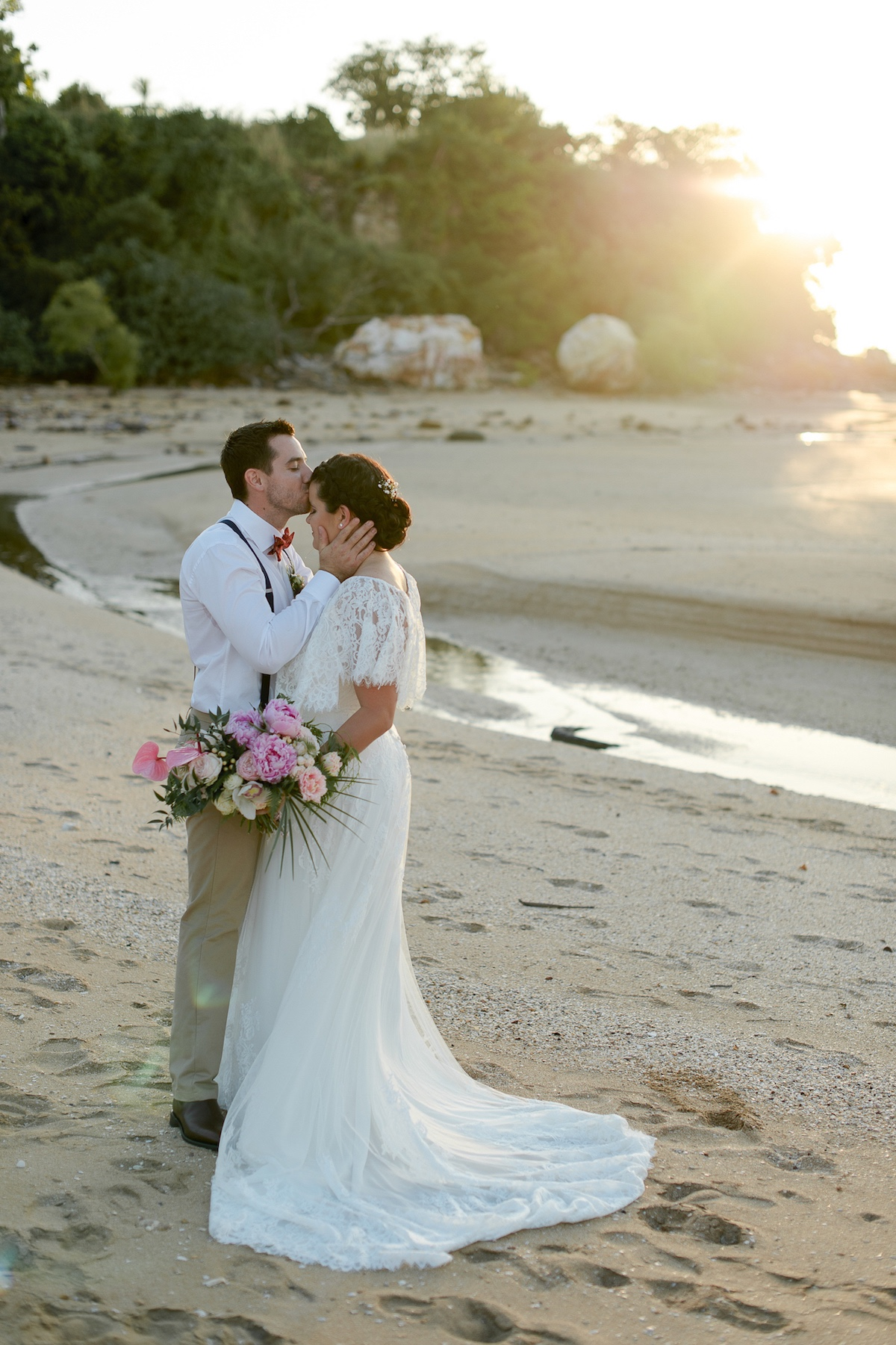 Sunset wedding on the Mindel Beach, Darwin, tropical flowers from local florist, Beija Flor.