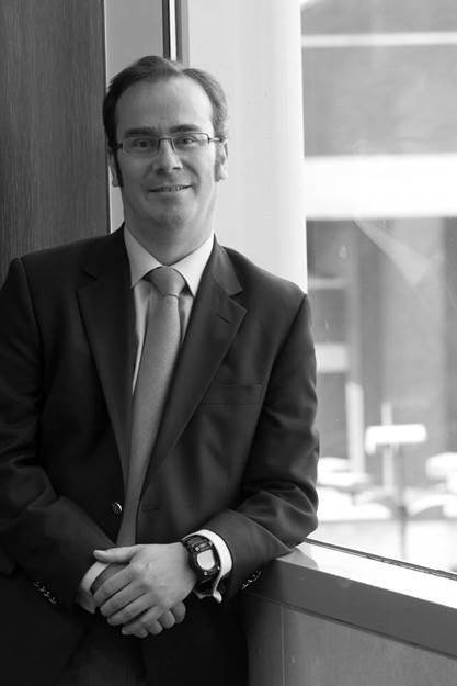 - LUIS AMUSATEGUISocio Fundador y Director de AnálisisLuis es el responsable del área de análisis. De 2004 a 2006, trabajó en Tisbury Capital, un hedge fund ubicado en Londres, siendo responsable del sector de utilities paneuropeas. Tiene una experiencia de más de trece años en el sector de utilities, habiendo formado parte como Senior Analyst del equipo de utilities paneuropeas de UBS en Londres, de 1997 a 2004. Anteriormente, desde 1993 y hasta 1997, trabajó en el área de Corporate Finance en UBS y entre 1989 y 1991 en Andersen Consulting. Luis tiene un MBA por la Universidad de Columbia, Nueva York y un BA en Computer Science por la Universidad de Saint Louis, Missouri.