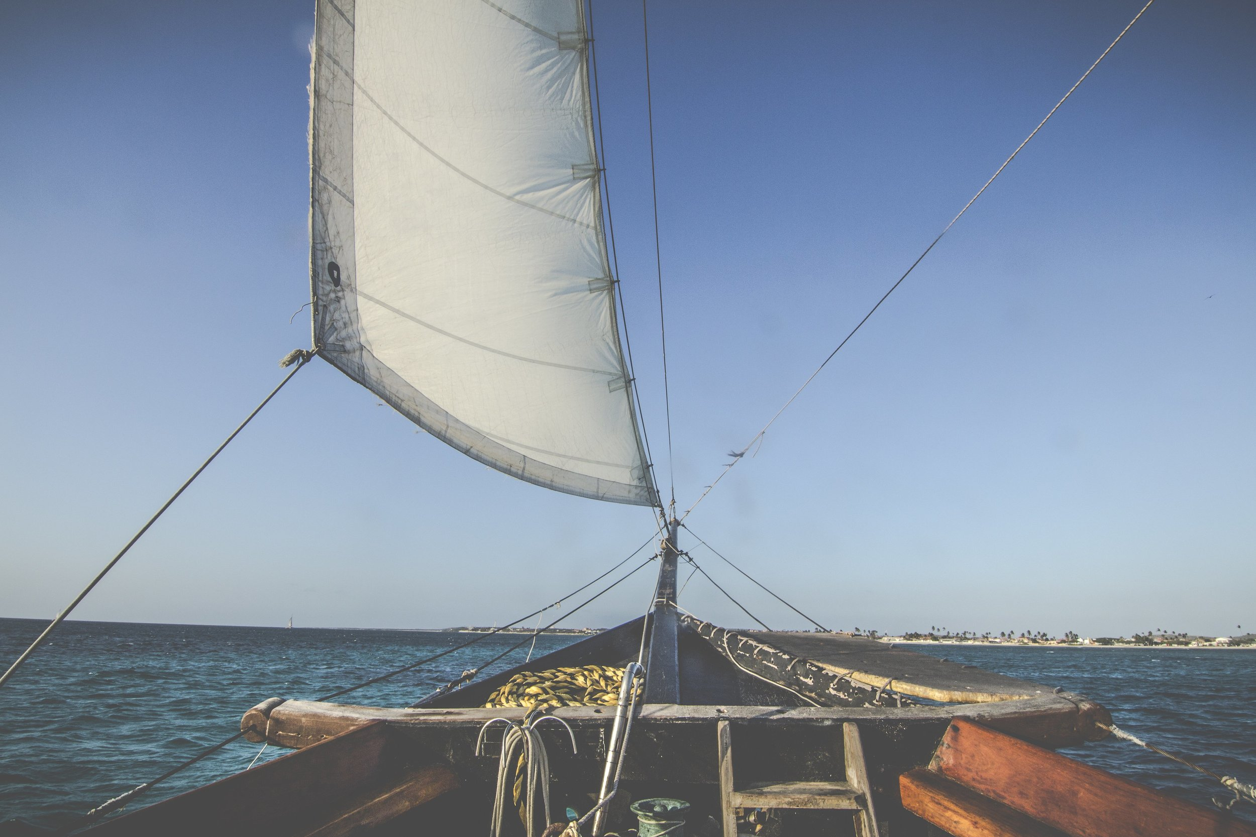 sailboat-bow-on-water_4460x4460.jpg
