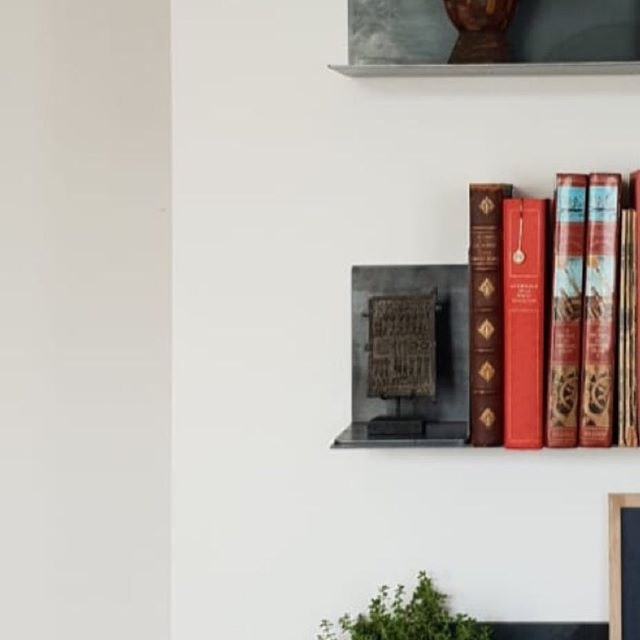 N E W - Still lovers / . . . . #commande #surmesure #appartement #paris #etagere #design #books #interiordesign #architectureinterieur #acier #still #lover #brut #pieceunique merci @madikwe