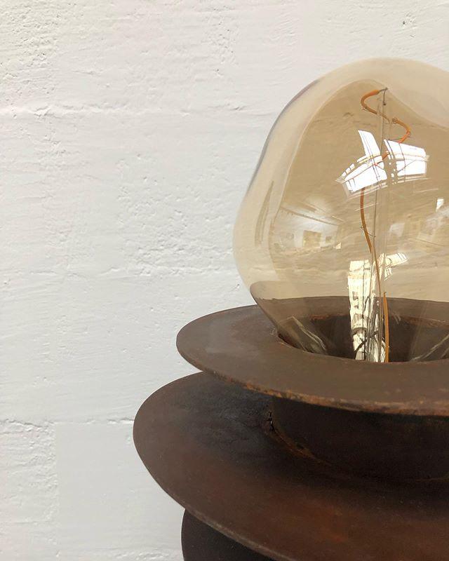 N E W  L A M P S  S A T U R N . . . . Luminaire en métal oxydé, bulbe en verre soufflé @tala  Pièce unique sur commande ~ Diam 20cm h. 1m50 . . . . . . #pieceunique #verresouffle #metalwork #oxydation #artsandcrafts #designproduit #functionalart #steelandglass