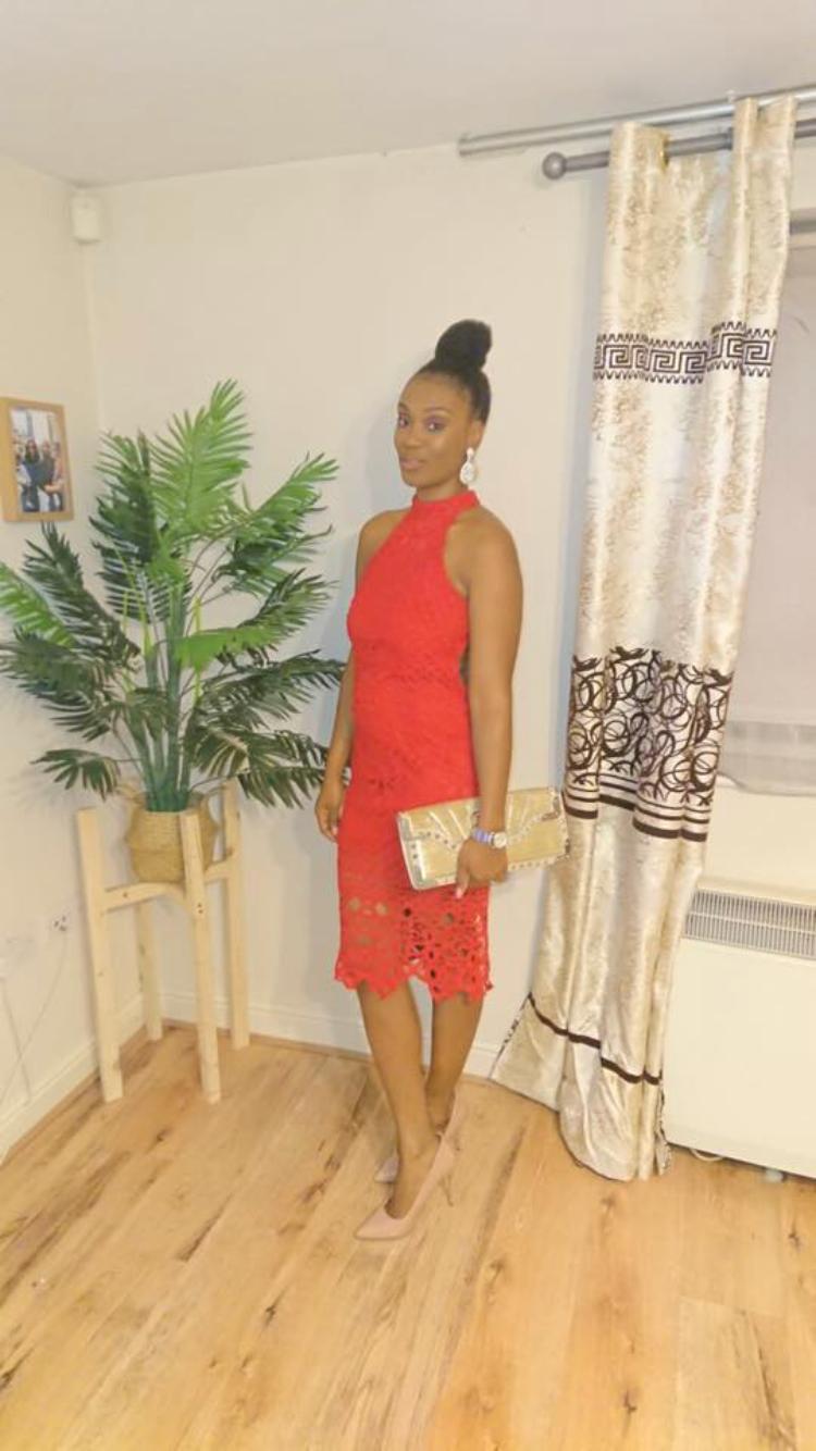 """- Chamo-me Yocana Salete OkonkwoSou mãe de duas lindas crianças:Zayne de 3 anos e da Cataleya de 1 ano e meio.Encontro-me desempregada de momento e dedico meu tempo como mãe e esposa.Estou casada á 3 anos com o amor da minha vida Lawrence.Quando decidi iniciar o meu blogue, já tinha em mente o que escrever.Levei 3 anos para realmente começar este blogue, mas cada vez que pensava em começar sentia algum receio, algum medo digamos, de que as coisas não podessem correr bem. Por fim ganhei coragem para começa-lo, e com um empurrãozinho do meu marido, familiares e amigos, começei por escrever sobre as minhas ideas e experiências pessoais, assim como a batalha de uma mãe.Batalhas essas que enfrento todos os dias.Neste blogue vou partilhar a minha jornada como mãe e esposa, foco no casamento, parentalidade, receitas caseiras, fé e muito mais.A minha missão é inspirar-vos, encorajar-vos e informar-vos sobre tudo que passa-se no meu dia a dia, assim como partilhando a minha história, experiências e mostrar o que tenho aprendido ao longo desta jornada.""""Eu te louvarei, porque de um modo tão admirável e maravilhoso fui formado; maravilhosas são as tuas obras, e a minha alma o sabe muito bem.""""Salmos 139:14com carinho,Yocana Okonkwo"""
