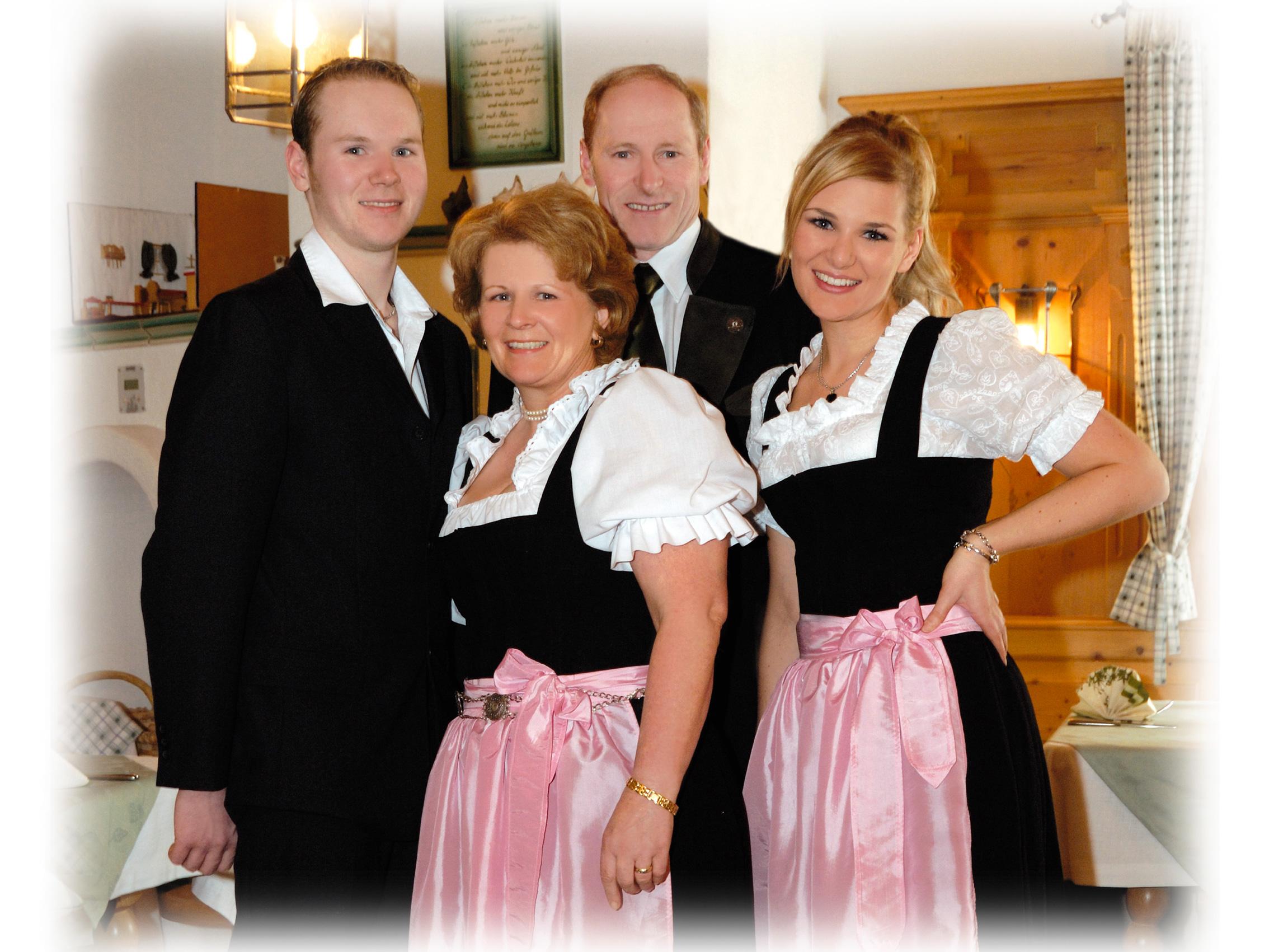 Familienbild-mit-Rand-weiß_1.jpg