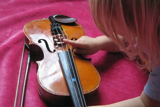 mabel on violin.jpg