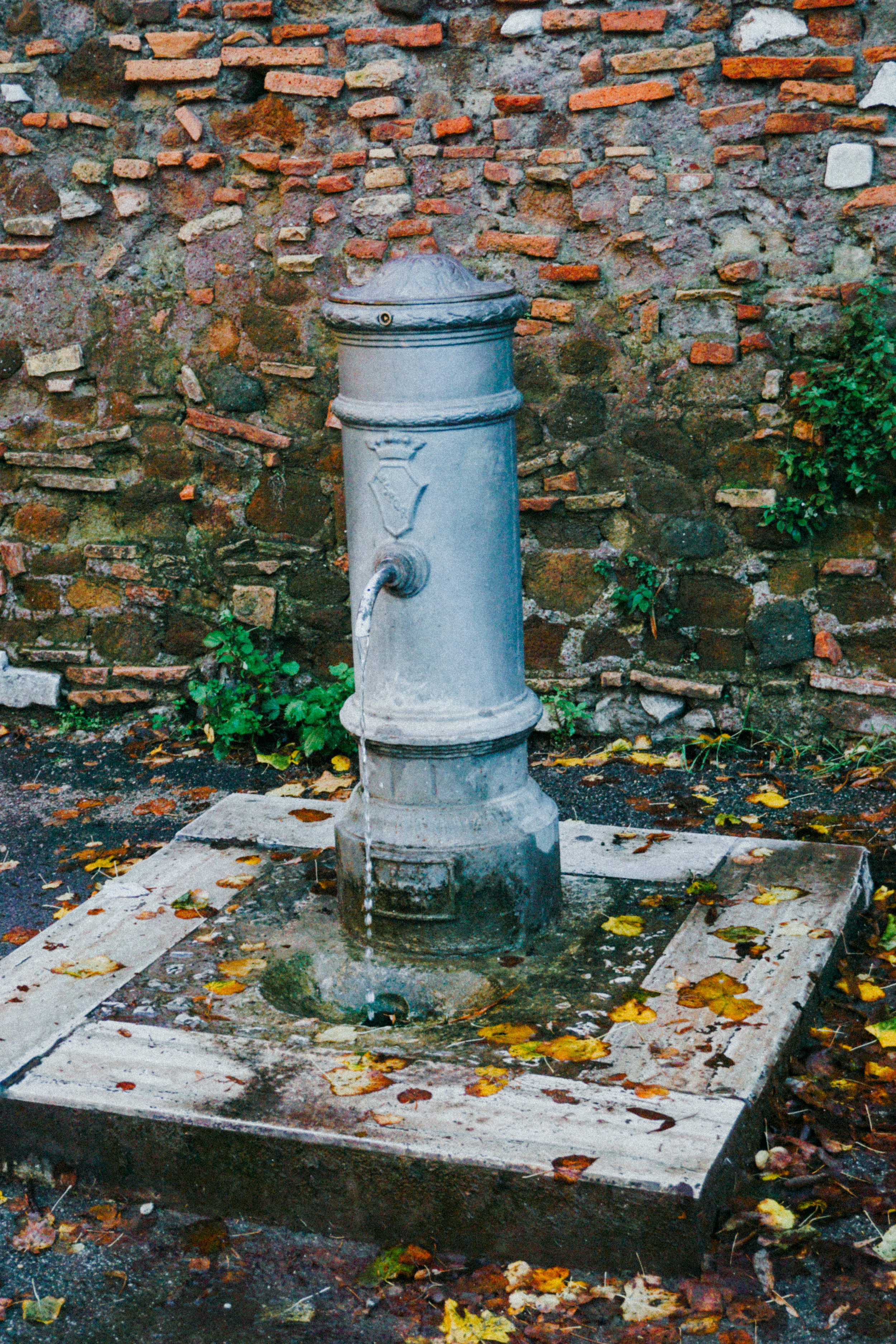 Italian water fountain. Clean and fresh water. Plentiful around the cities. Carry a water bottle and never pay for water.