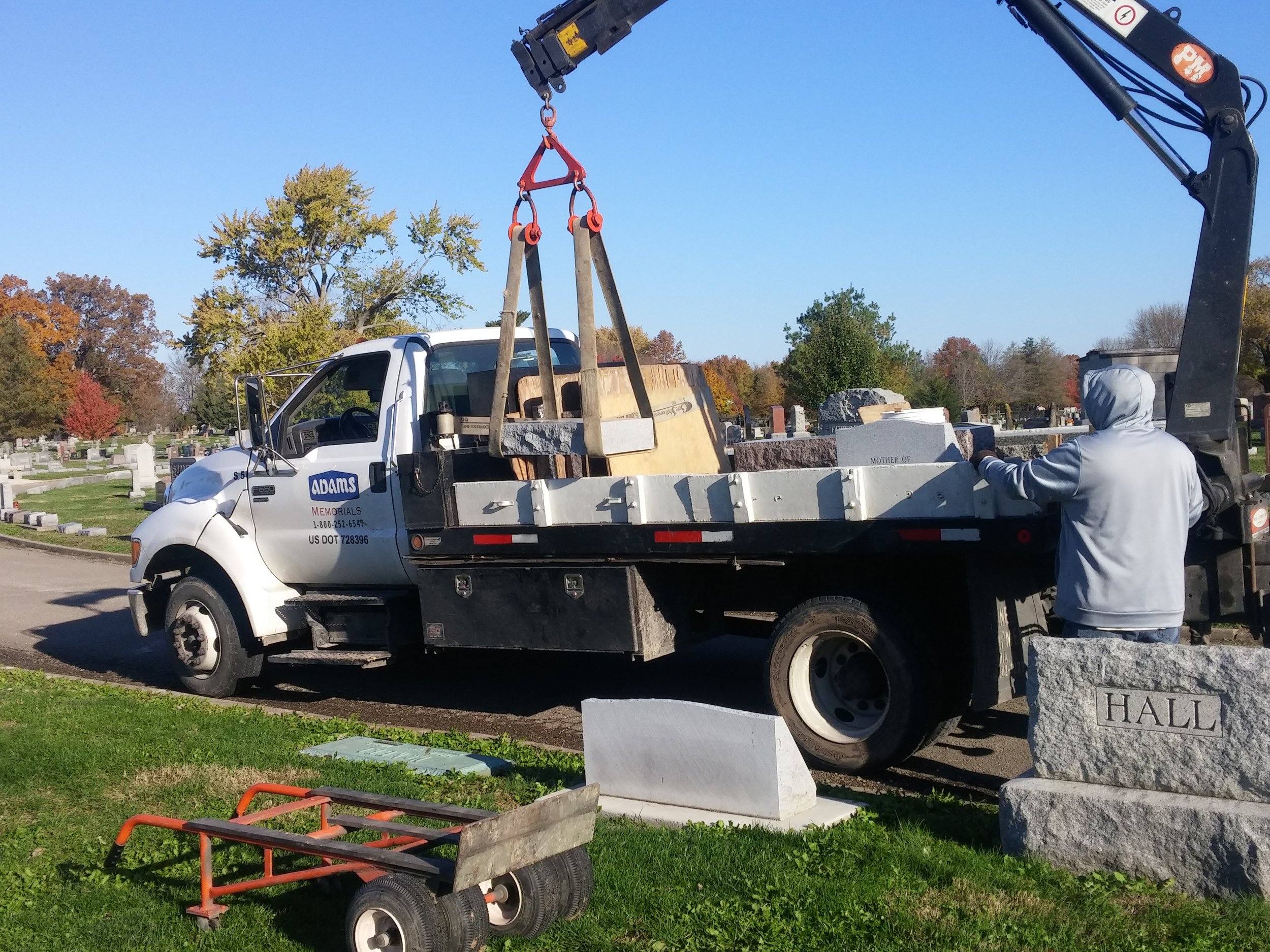 Hydraulic Crane to safely unload