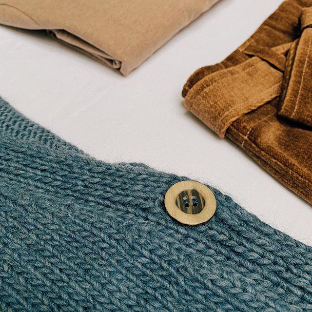 En Marina prestamos especial atención a los detalles, ellos son importantes en todo lo que creamos 🧵. Cuidamos el interior de la prenda tanto como el exterior 🧥 . #details #wool #outfit #design #fashion #winterstyle