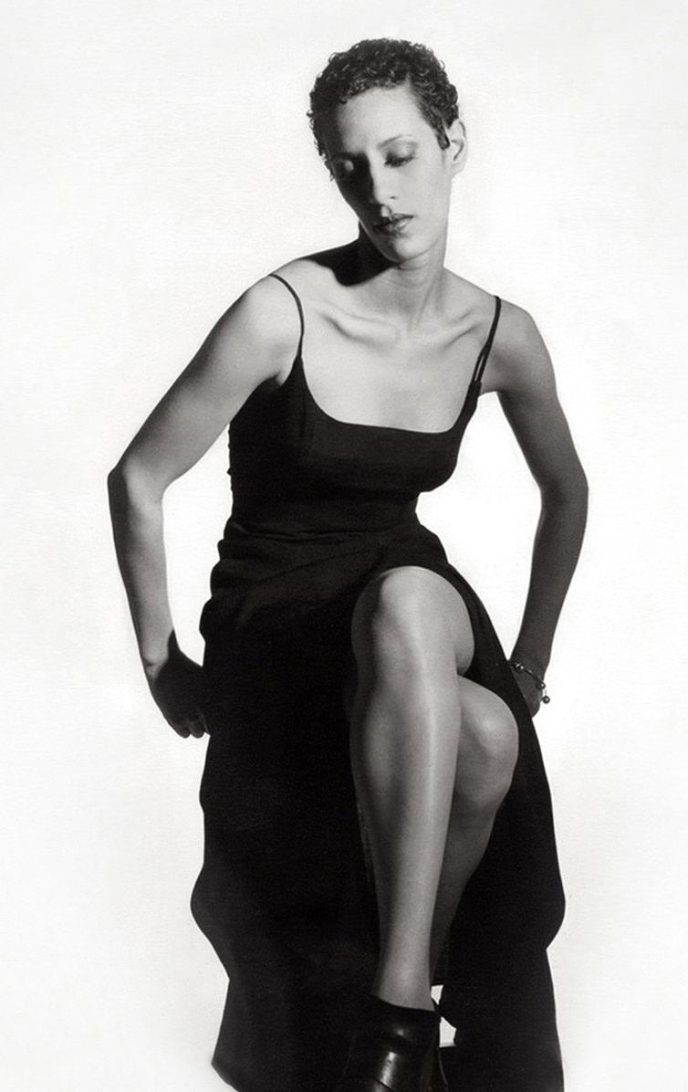 Marta-Hewson-Amanda-bw-Fashion.jpg