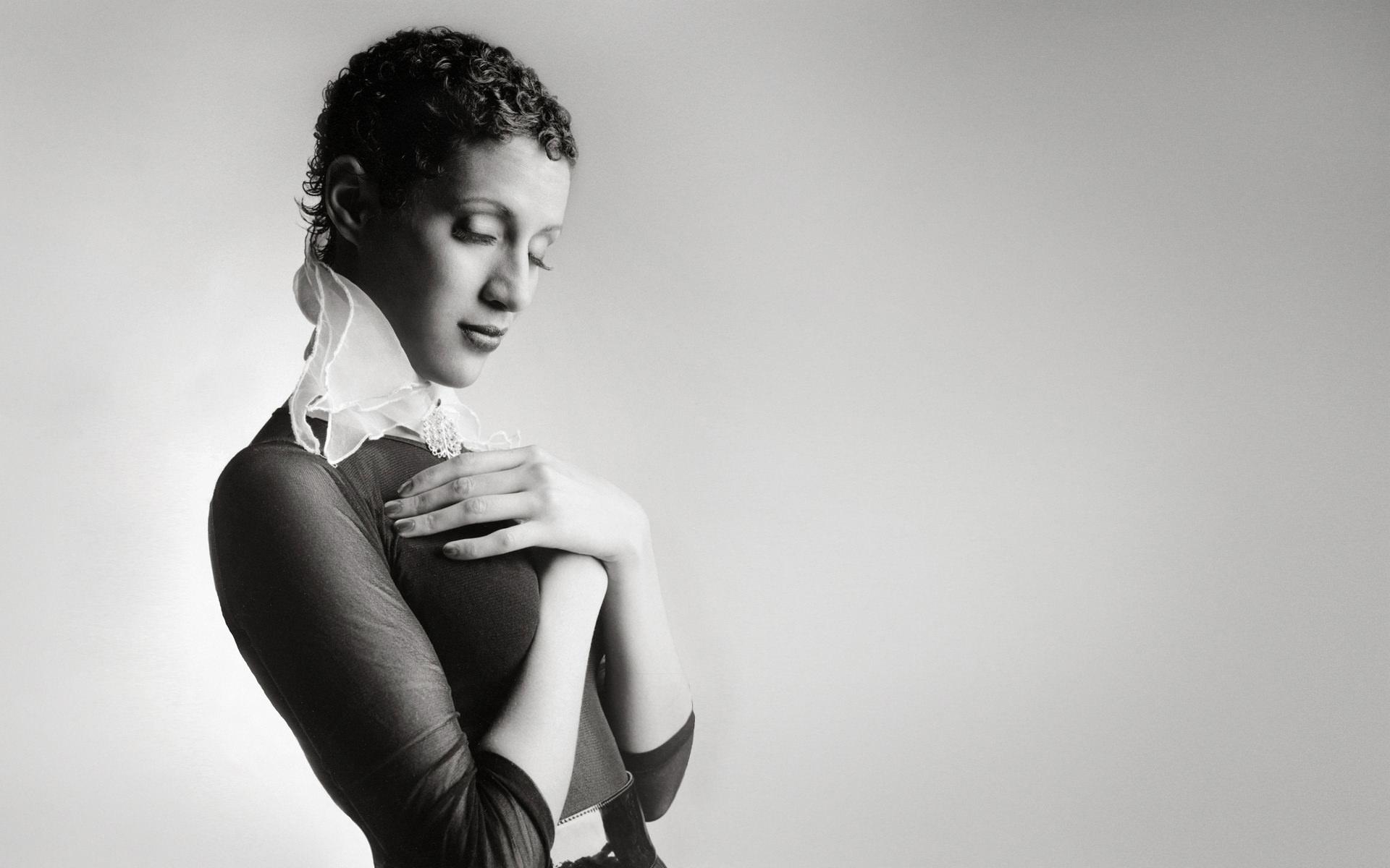 Marta-Hewson-Amanda-collar-Fashion.JPG