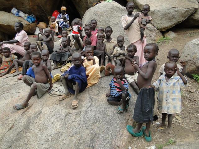 Children living in the caves (1).JPG
