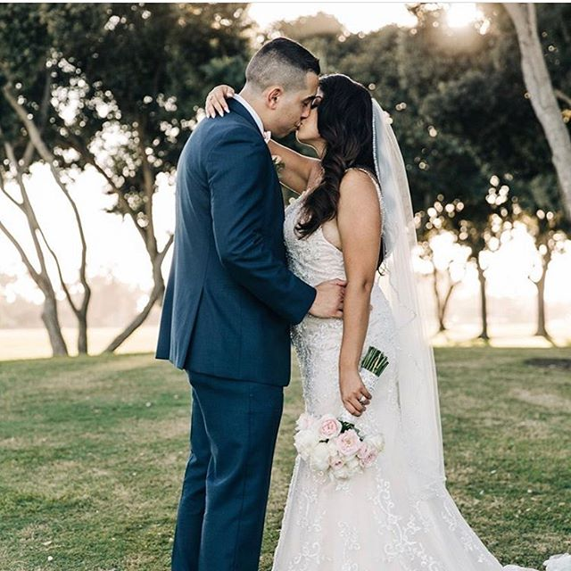 Happy belated anniversary to this sweet couple @esmeraldacgarcia and @_andres90_ ! Wishing you both many more years of love and happiness.