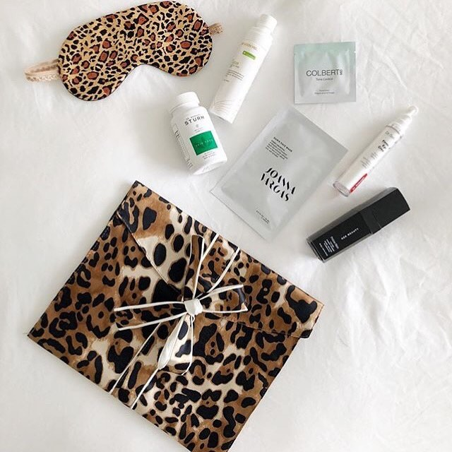 Wondering what to do with your sweet WARE pouch? Follow the lead of brilliant and beautiful  @6bygeebeauty (📸 credit) babes and use it to store your skin care essentials. 💁🏼♀️💌💭