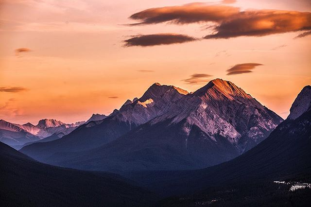 •Take me back to the Canadian sunsets over Banff• - -5D3 70-200mm -  #52weeksofnature #liveauthentic  #stayandwander #banffnationalpark #welivetoexplore #banfffairmont #liveoutdoors #wilderness  #wondermore #awakethesoul  #sunset #moodygrams #all2epic #theoutbound #wildernesstones #igmasters #keepitwild #illest_shots #wildernesstones #VisualsCollective #welivetoexplore #banff #canada150  #WestCoast_Exposures #fairmonthotel #mountainlife #neverstopexploring