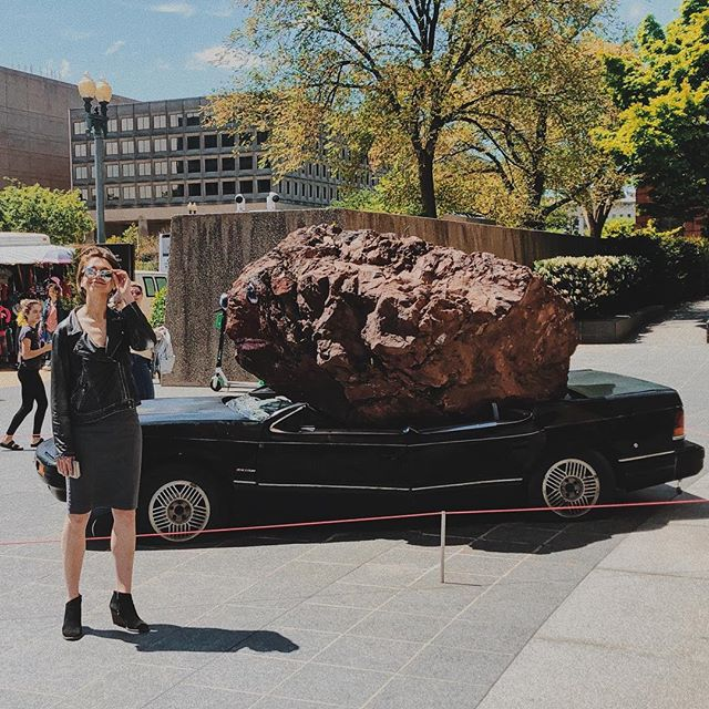 went to the Hirshorn and all I looked at was a rock and the hottie who took this photo
