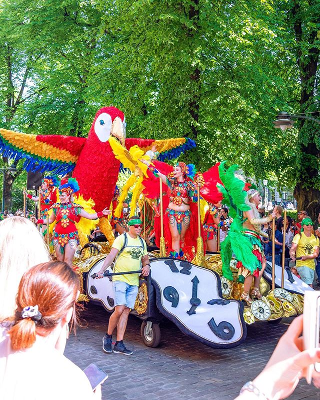 ✨ Helsinki is enjoying Samba 💃�🎉✨ Yesterday Helsinki enjoyed the colorful Samba Carnaval and +27'C weather! 💛☀� #ColorfulHelsinki #Helsinkiis