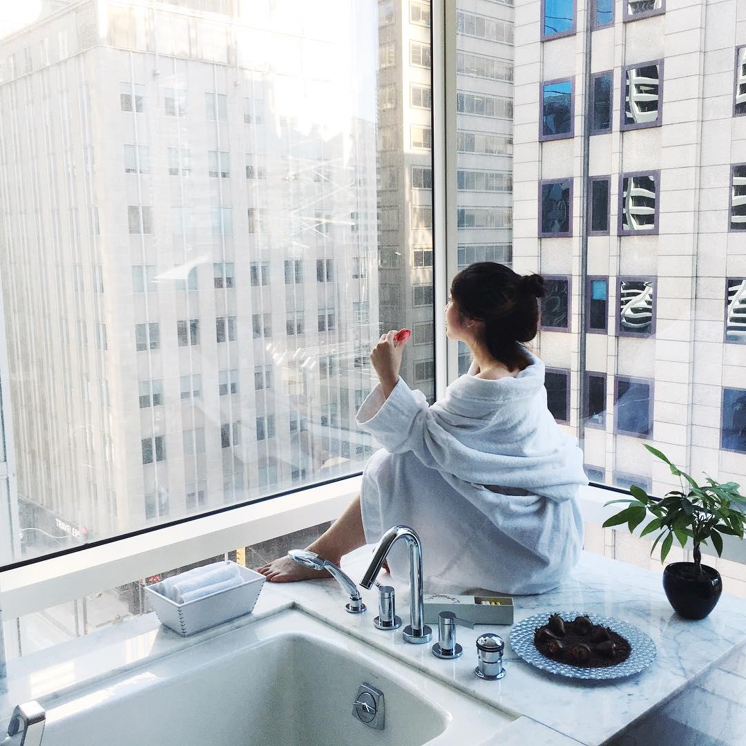 shangri-la-toronto-hotel-room.jpg