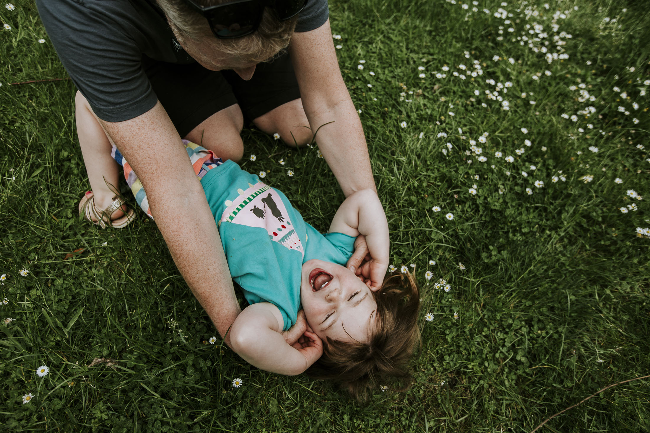 grass tickly family photography.jpg