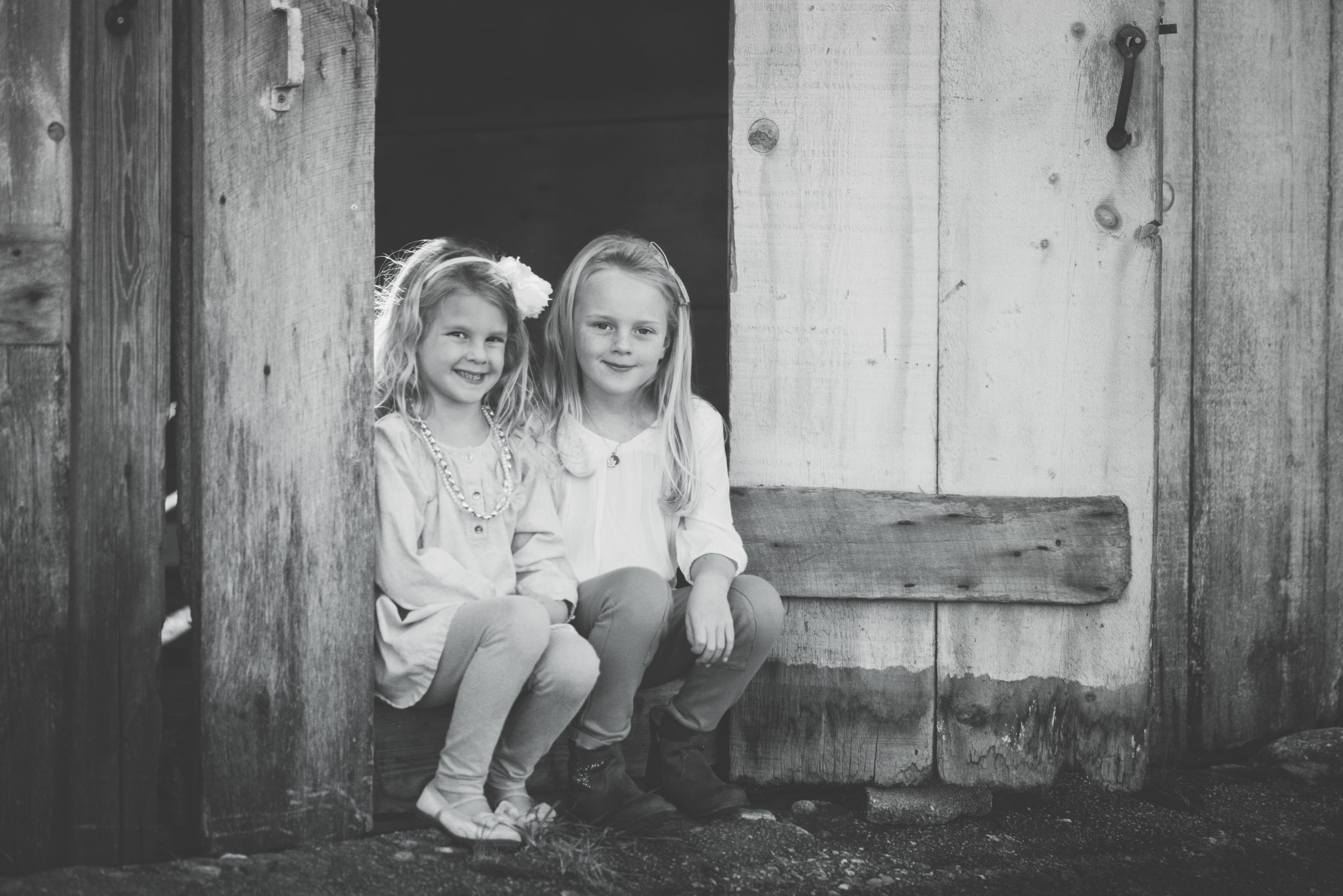 girls b&w barn.jpg