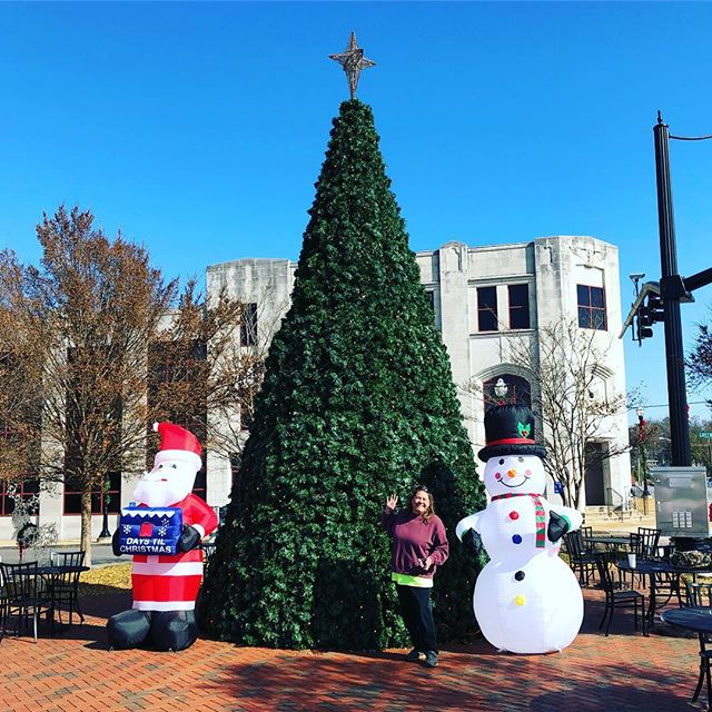 Thanks to Rhonda for the help at the Plaza! The countdown has begun!! #merrychristmas #santa #snowman #alexcity #downtown