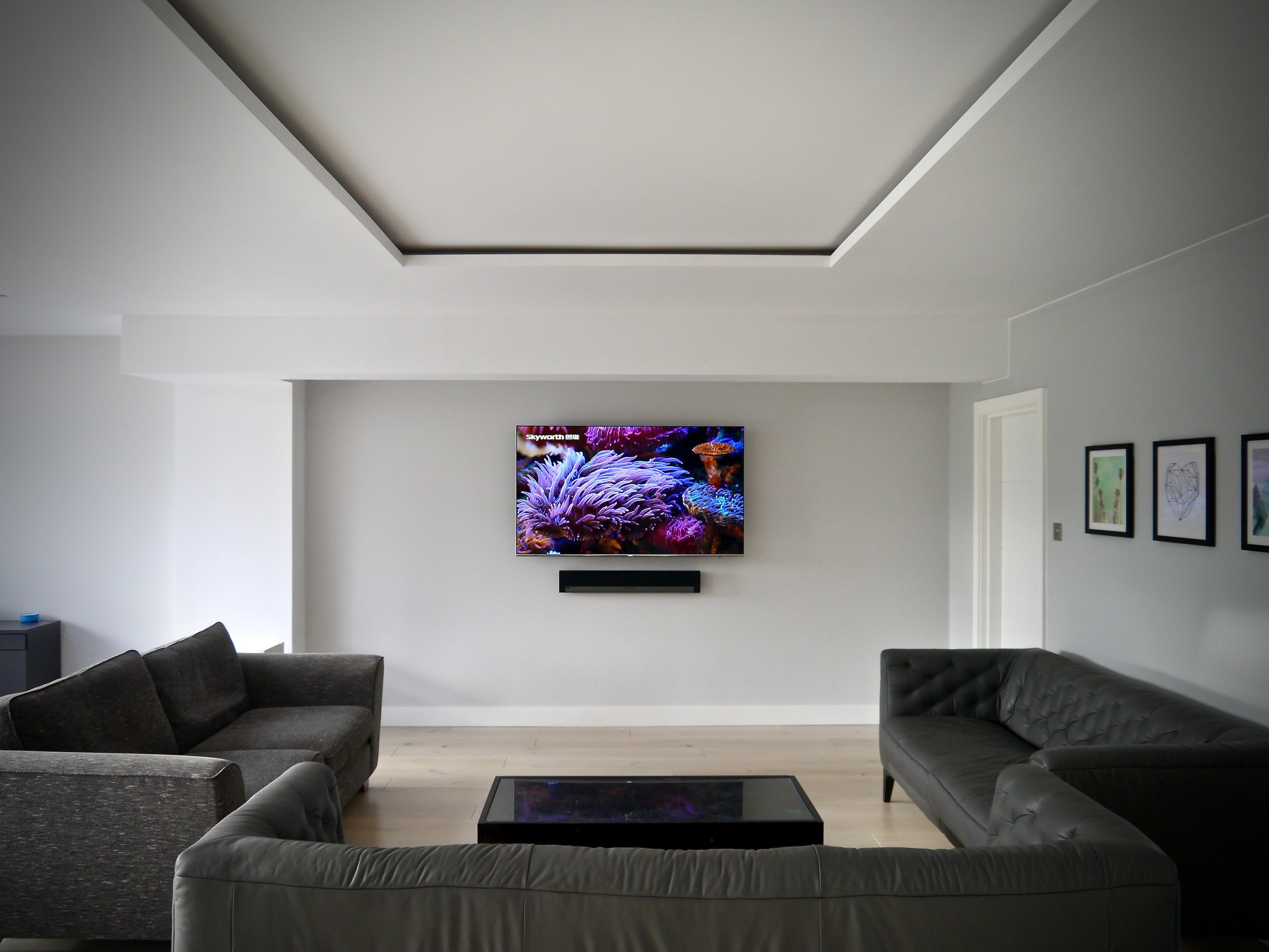 Esher Modern Open Plan Living Room Samsung Wall Mounted TV with Sonos Playbar LUXE SMART HOMES