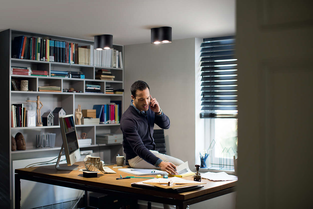Working_From_Home_Man_Desk_Philips_Hue