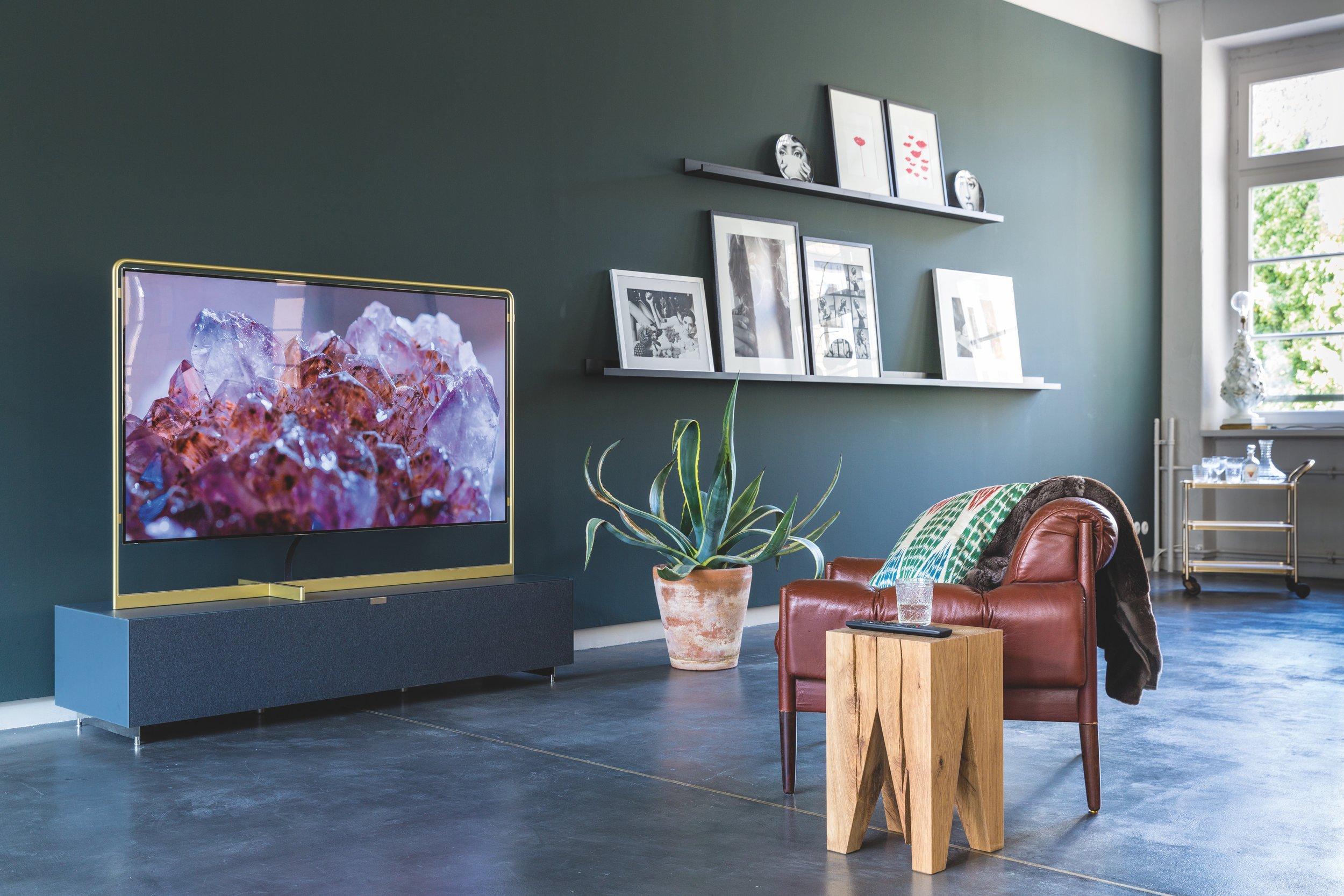 Green_walls_Modern_Living_room_Loewe_TV_pink_crystals_marble_floor_tiling