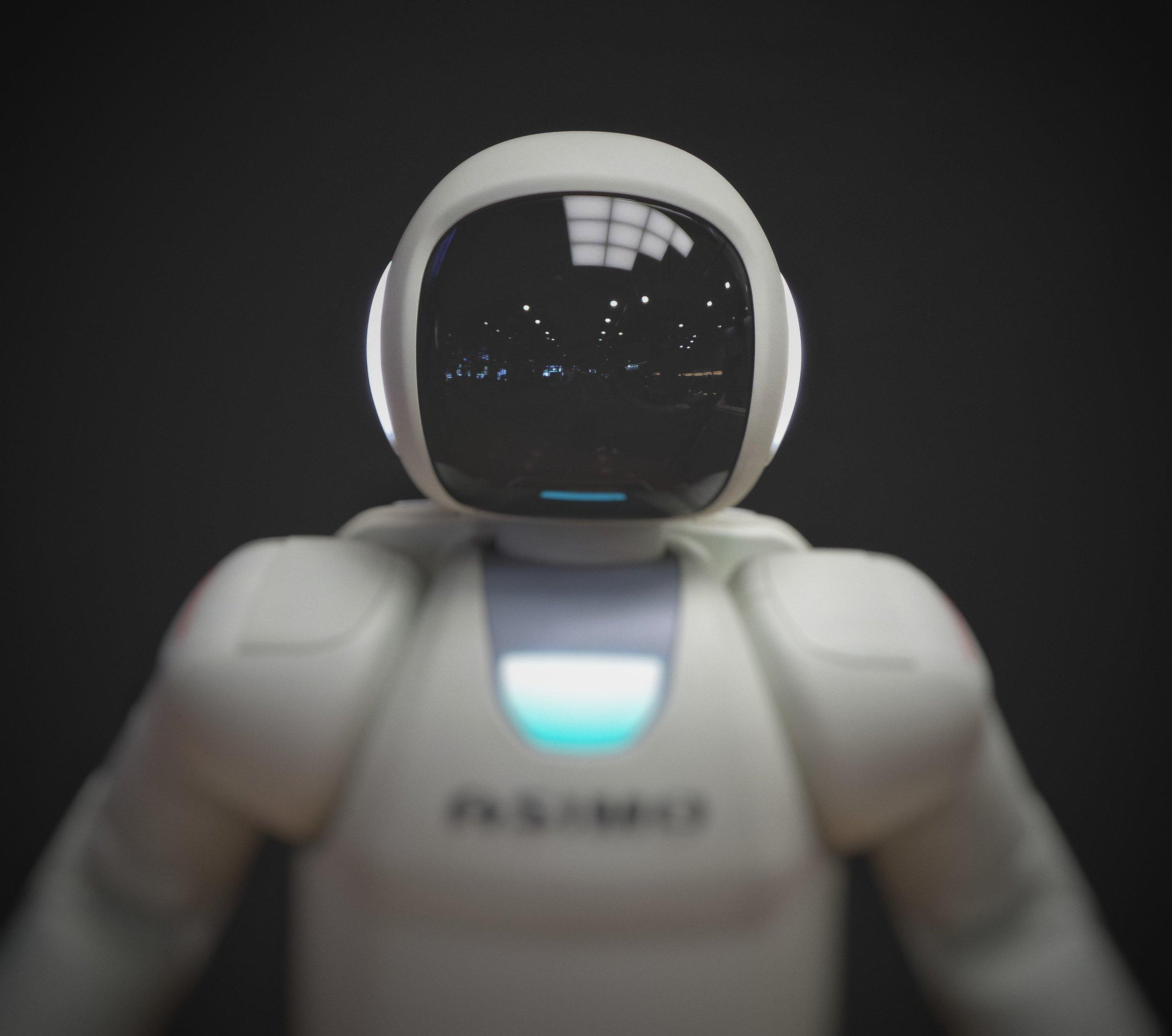 White_Robot_Black_Visor_machine_Learning
