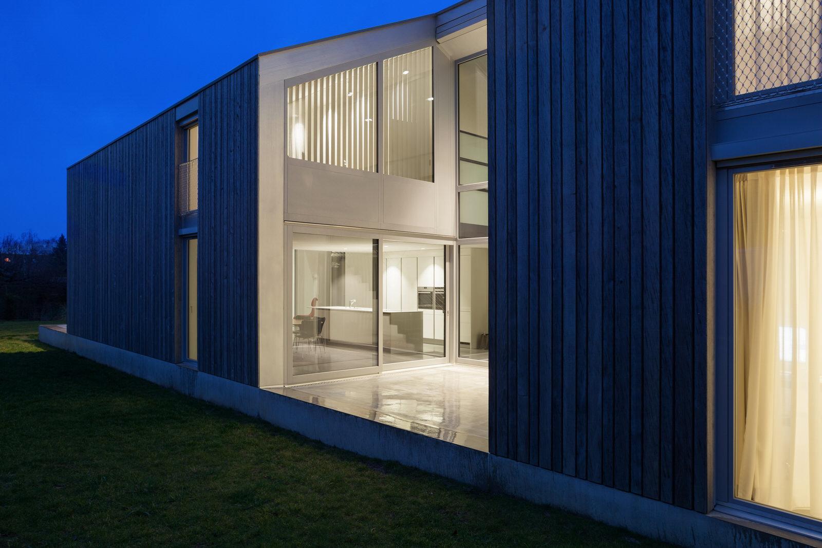 Lutron_Lighting_Contemporary_Modern_Smart_Home_Interior_Design_Mood_Lighting_Shades_Blinds