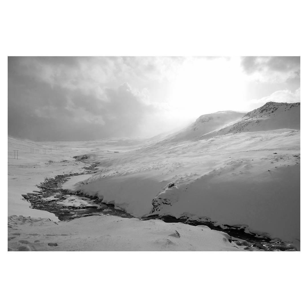 Reminiscing about Iceland because winter is around the corner. At least it should! #iceland #moststunningplaceonearth #mytinyatlas #travel #travelbug #liveby #WidenYourWorld #TellOn #tinyatlas #instaiceland #vscoisland #vscocam #vsco #insta #winter #snow #instabest @hrundat  #heartoficeland #hjartalandsins (at Aventures en Islande)
