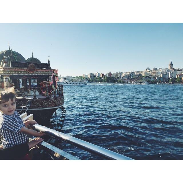 Childish joy #galatabridge #boats #Bosporus #Bosphorus  #istanbul #turkey #neveraboringmoment #passionpassport #travelbug #travel #theurbanexpat #instaistanbul #instatravel #insta #instabest #instagood #vsco #vscocam #vscobest #vscotravel #vscoistanbul #mytinyatlas #TellOn #liveby #WidenYourWorld #LoveFromTurkey @turkishairlines (at Near Galata Bridge)