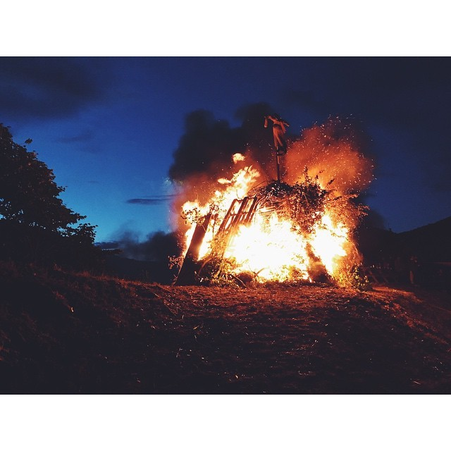 We landed in Westeros #midsummercelebration #sonnenwendfeuer #therealgameofthrones #austria #stiftmelk #melk #fire #summer #summeroftravel #travel #travelbug #passionpassport #mytinyatlas #TellOn #insta #instabest #instagood #instatravel #vsco #vscocam #vscobest #vscotravel #localcustoms #native #realtravel #cultures  (at Stift Melk)