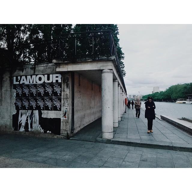 L'amour et les tristes #paris #amour #canalsaintmartine #vsco #vscocam #vscobest #vscoparis #insta #instabest #instagood #instaparis #melancholy #mood (at Canal Saint-Martin)
