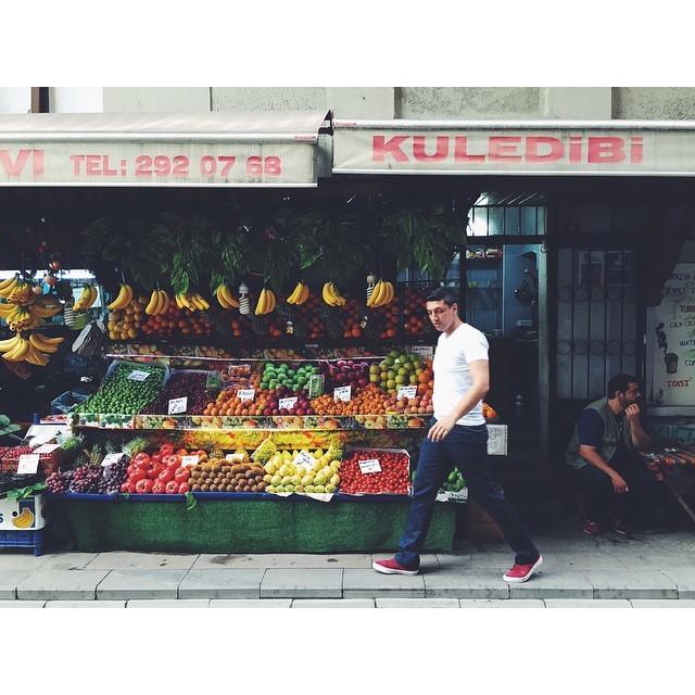 So much color #colorfulcity #vscotravel #vsco #vscocam #vscobest #vscoistanbul #galata #istanbul #turkey #travelbug #travel #livingabroad #expatlife #expatinturkey #expatistanbul #theurbanexpat #bynight #citylife #NeverABoringMoment #mytinyatlas #TellOn #night #insta #instabest #instagood #instatravel  (at Galata)