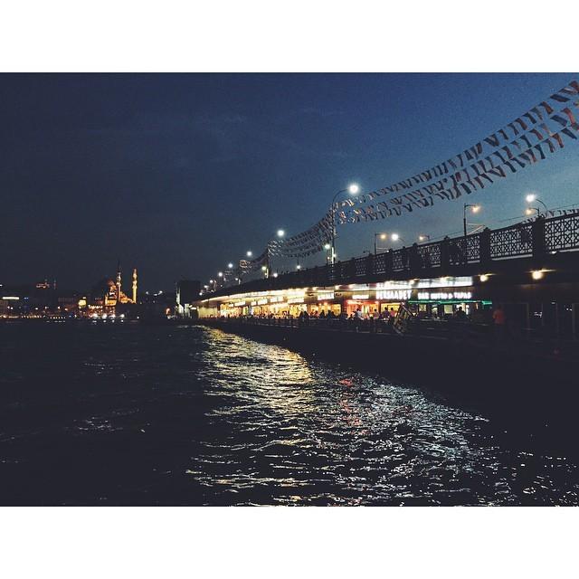 Night settles in #passionpassport #mytinyatlas #NeverABoringMoment #travelbug #travel #liveby #turkey #istanbul #insta #instabest #instagood #instaistanbul #vsco #vscocam #vscobest #vscoistanbul #yenicami #yenimosque #galataköprüsü #galatatower #bosphorus #river #night #citylife  (at Galata Köprüsü)