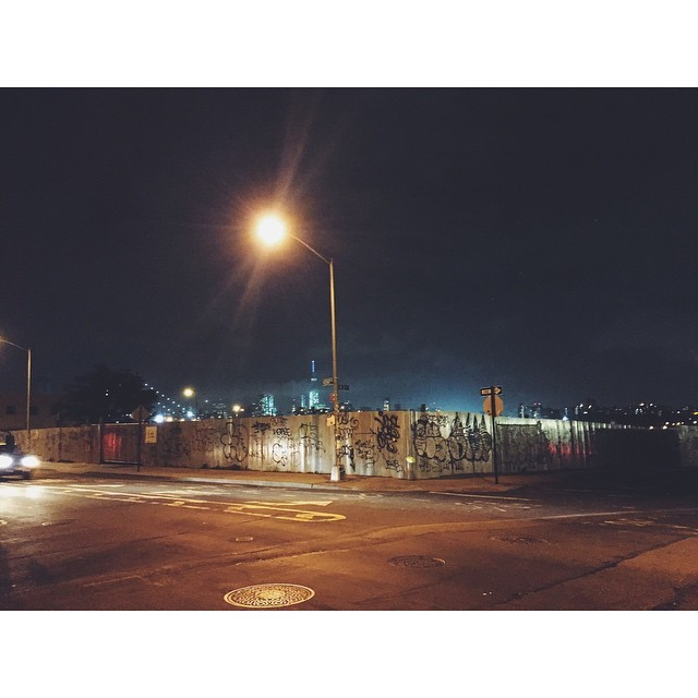 Kent by night #offthebeatenpathinwilliamsburg #williamsburg #night #insta #instabest #instagood #instawilliamsburg #vsco #vscocam #vscobest #newyork #brooklyn #nyc #nycmoments #nycebynight #yellowcabs #streetlights (at Williamsburg, Brooklyn)