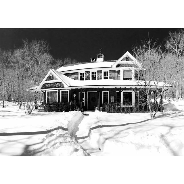 Winter wonderland #sagharbor #blackwhite #hamptons #weekendaway (at Sag Harbor, New York)