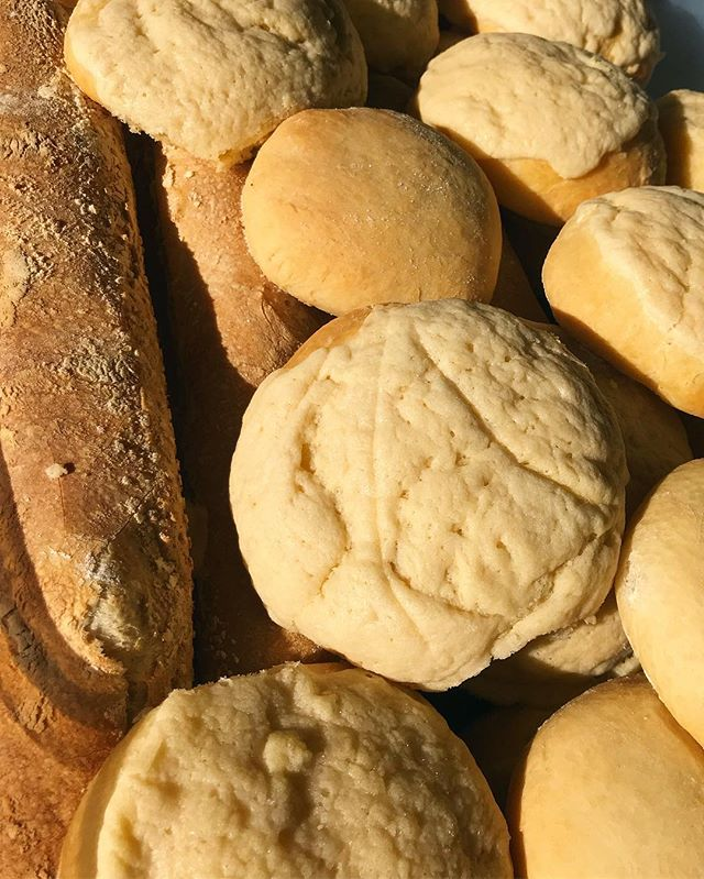 The kitchen staff are busy this morning preparing made to order baguettes and conchas (Mexican sweet bread) for a late morning brunch!  #whereisthecoffee #freshbaked #honestfood  #madeinmexico  #pueblo25
