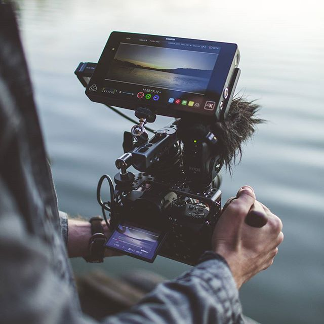 👌 Lakeside sunsets in Poland with @juliatrotti  What's your favourite rig?  @sonyprousa a7s mkii @rokinon 24mm 1.4 @tiltamax cage + grip @rodemic VMP @atomos_news shogun