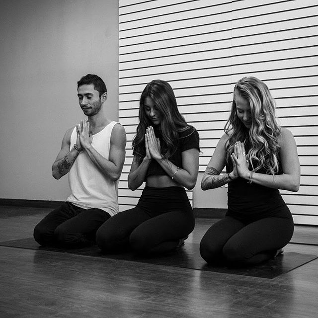Grateful AF for the amazing community here in Ottawa🙏 . All my family , friends, students, teachers, & all the other people I get to interact with throughout my day to day life , you make the magic happen 💫 #community . . . . . #ottawayoga #ottawa #grateful #gratefulaf #squadgoals