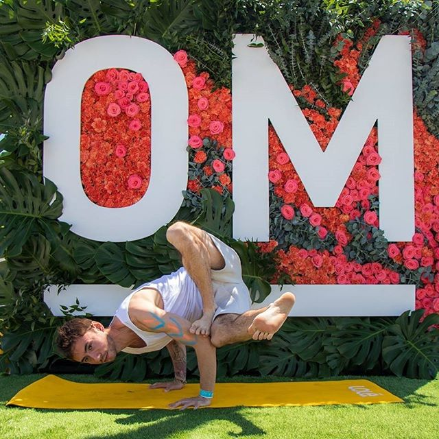 Posting this photo to pretend like I am at @cityofom cause the fOMo is real 😒 . Although I gotta say I'm having just as much fun learning all about deep core integration with @lisa.evolution.lab in this @yogatuneup core integration immersion 🤓 . Reminder: So much suffering can be avoided by being fully present with your experience #nofomo