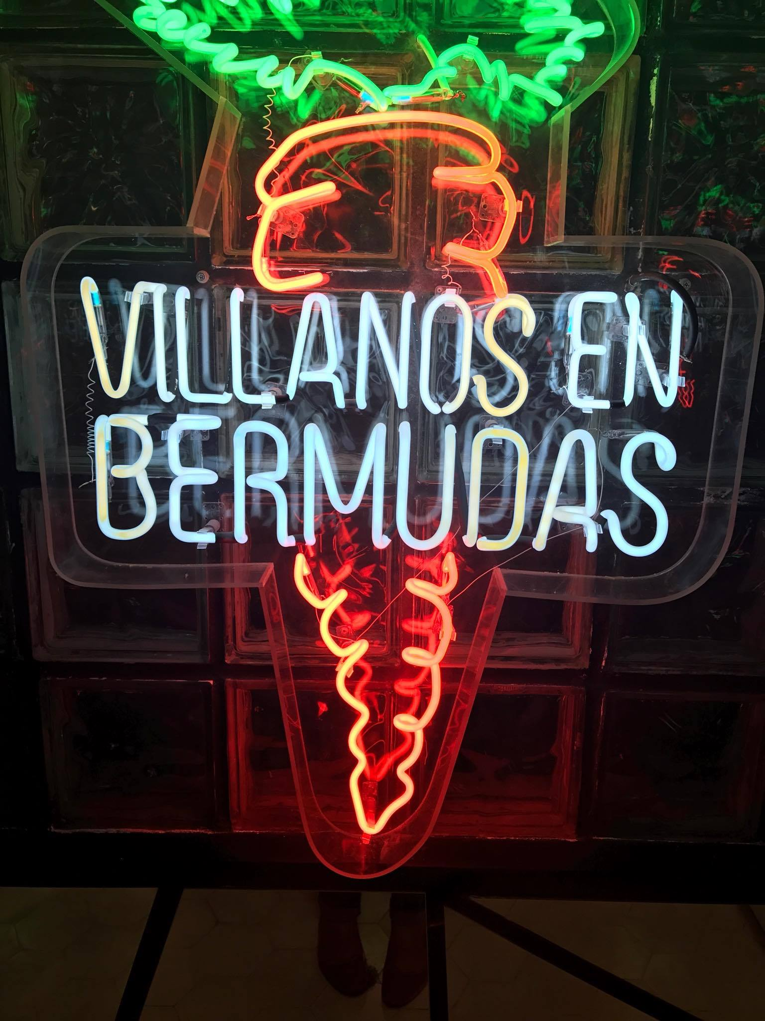 I fell in love with the décor of Villanos en Bermudas. The living areas were simple and elegant, while the restrooms were eccentric, filled with mirrors and lights.