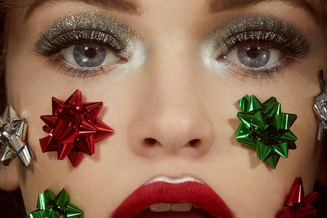 Holiday+Beauty+Gift+-+Openletr+Cover.jpg